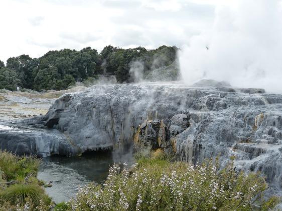 geyser-224164_1280